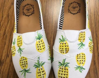 Pineapple print shoes