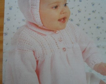 Knitting pattern for a baby's matinee coat and bonnet knitted in 4 ply