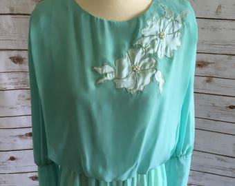 Sheer Sea Green Spring Dress // Vintage 1974-1995 //
