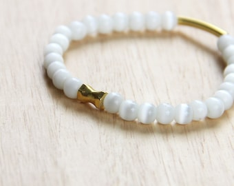 Minimalist white balls bracelet with gold accessory