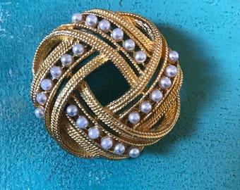 Absolutely stunning vintage brooch