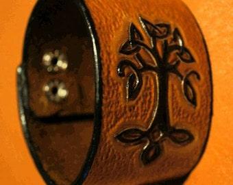 Embossed leather bracelet