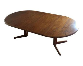 Skovby Danish Modern Teak Expandable Dining Table.  Round seats 4, extended seats 6.