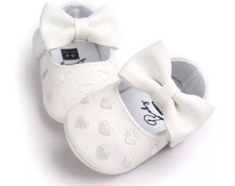 White Bow shoes with silver thread hearts
