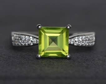 natural peridot ring square cut peridot green gemstone ring silver wedding engagement ring