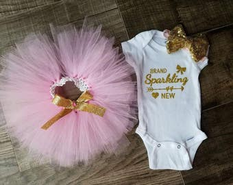 Sparkling brand new. Newborn outfit. Coming home outfit. Gold.glitter. pink tutu. Newborn set. Pink tutu outfit. Gold sequence headband.