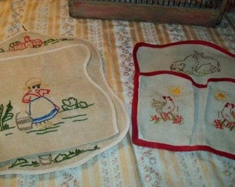 2 lovely small pockets, embroidered, wall storage