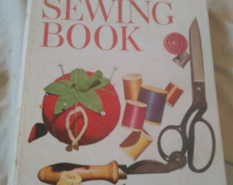 Vintage Better Homes And Gardens Sewing Book ( 1970 Binder )