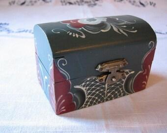 Small Norwegian Rosemaled Blue Box in Blue/Red/White Telemark Design