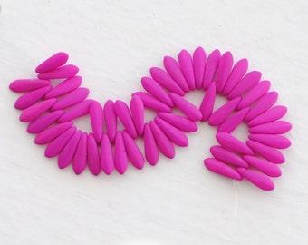 Czech Dagger Beads / 3x11mm / Neon Violet / 50 Pieces