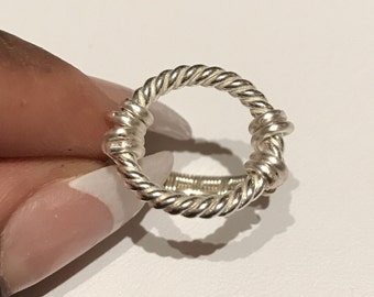 Circular wire statement ring