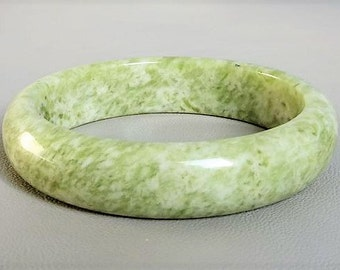 Bracelet bangle of Chinese Xiu Nephrite jade gift for her valentine gift