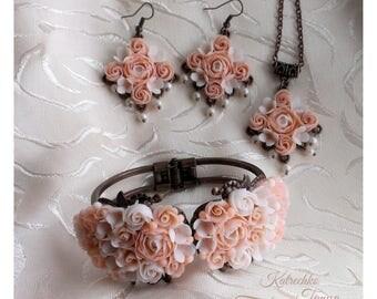 Polymer clay jewelry set. Polymer clay flower set. Polymer clay flowers. Flowers jewelry set. Beige jewelry set