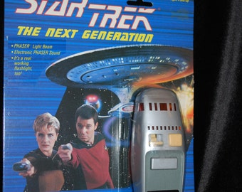Star Trek the Next Generation Phaser Weapon Galoob Vintage Mint on Card
