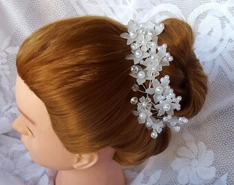 White Flower Pearl and Crystal Head Piece, Wedding Head Band, Crystal Rhinestone Pearl Headband, Bridal Headpiece, Wedding Fascinator