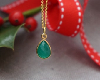 Green onyx necklace. Green onyx pendant. Oval pendant. Gold plated sterling silver. 24 karat gold vermeil. Gemstone jewelry. UK