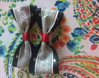 Black and White Bows with Clips