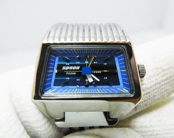 Ladies Watch Seiko Pulsar Spoon, Blue dial, Y151-5E30 Very Nice Condition. Note max wrist size is 165 mm.   Free Shipping.