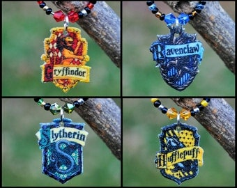 Harry Potter Wine Charm Set- Hogwarts House Crests--- Gift Set of 4, Swarovski Crystals, Hostess, Gift, Tasting Party, Favors, Markers, Tags