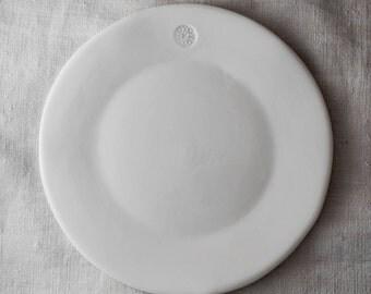 """White """"Fingerprint"""" porcelain dessert plate"""