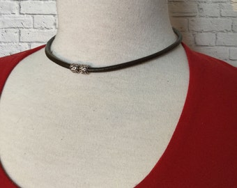 Necklace choker which can become a bracelet