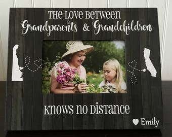 Grandparents and grandchildren long distance states picture frame / The love between grandparents and grandchildren knows no distance