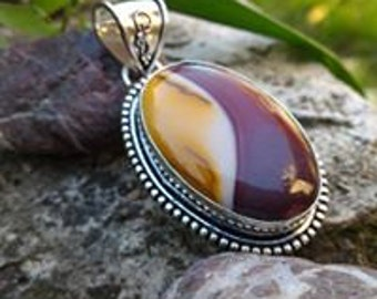 Beautiful Silver 925, Moukaite, allows the integration of spiritual experiences into everyday.