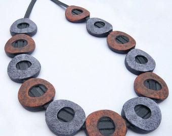 Stone hollows. Contemporary jewel.  Handmade. Necklace of clay. Joya contemporánea. Collar de arcilla.