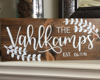 Last Name est Wood Sign // Family Sign // Wedding Gift // Weddig Shower Gift // Hand Painted