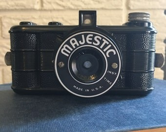 Vintage: 1939 Majestic Camera made by Monarch