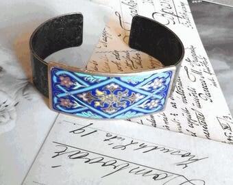 Art Nouveau ring cloisonné and typical flowery pattern bracelet