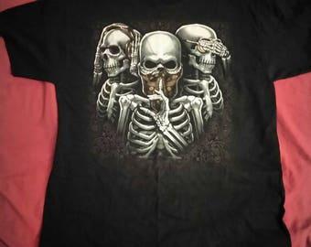 Hear no Evil, See no Evil, and Speak no Evil, Skull shirt