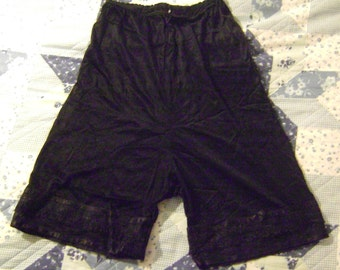 vintage 1960s womens Black TAP PANTIES with Lace Trim at Legs - Size 4?  Lace ROSE on Left Leg - no tag