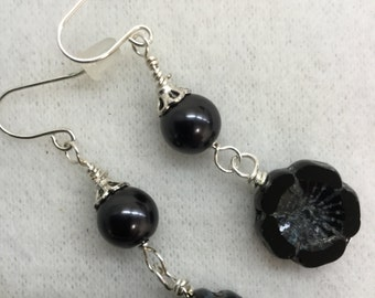 Black glass flower bead