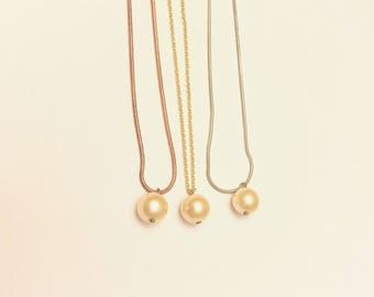 Single light rose pearl necklace