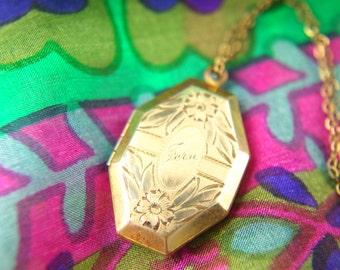 Flower Locket Necklace - 1940s Locket - Engraved Locket - Laroco - Gold Filled Locket - Wedding Locket