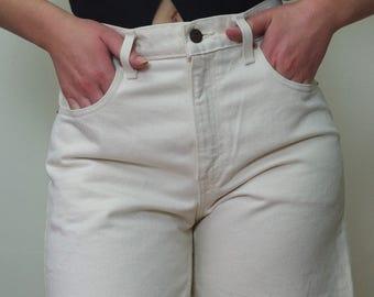 """LEVI's 550 cream high waisted shorts Sz 6 / 28"""""""