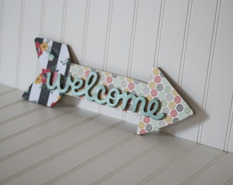 Welcome sign, printed arrow