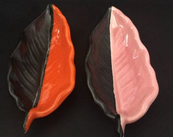Set 2 Vallauris bowls.'60 dishes form of leaves.French 2 tone ceramic varnished dishes black/rose, black/orange.Matching trinket bowls apero