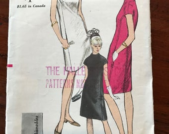Vintage Vogue 'Young Fashionables' Pattern - One Piece 'Airline' Dress