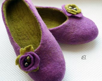 Felted Wool Slippers. Purple Eco Footwear with a beautiful flower. Handmade felted slippers. Eco Friendly Gift. Women's Slippers