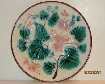 "Majolica 9"" Plate  Pink Flowers with leaves"