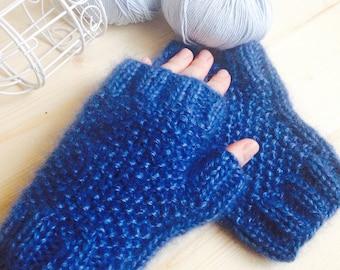 Knit women mittens Blue knit mittens Knit gloves Mohair women mittens Knit winter mittens Wool mittens Hand knit mittens Warm knit mittens