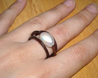 Brown leather ring with white cultivated pearl made with high quality materials handcrafted, ready to ship
