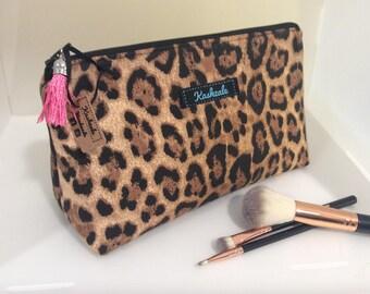 Leopard Make Up Bag, Cosmetic Bag, Make Up Bag. Medium size. Travel bag, Gift for her, Crochet Storage Bag, Leopard Print.
