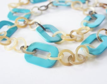 Charming sky blue lacquer and horn necklace for lady - collier en corne corne de buffle