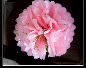 3 PomPoms in paper pink silk of 20/30 and 40 cm to 4.80 euros.