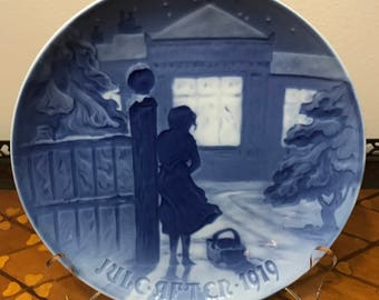 "Rare 1919 Bing and Grondahl B&G Annual Christmas Plate ""Outside the Lighted Window"""