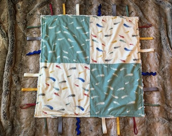 Feathers Taggy Blanket