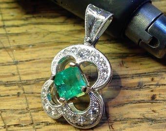 Emerald and diamonds gold pendant